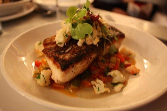 Neptune Oyster: 보는것만큼 맛도 있던 생선