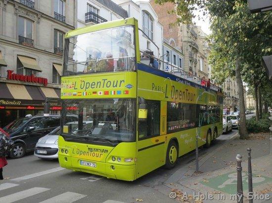 Mercure Paris Montmartre Sacre Coeur : Handy to the tour bus