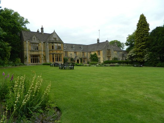 Lords of the Manor Hotel: Front of hotel and lawn