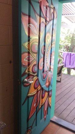 Dolphins Beach House: Art on the doors