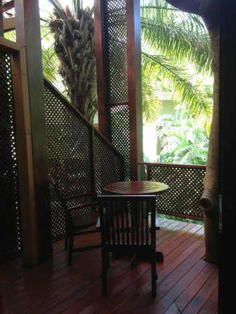 Hotel Bosque del Mar Playa Hermosa: nice balcony, that we could sit and chill, while listening to the birds & lizards