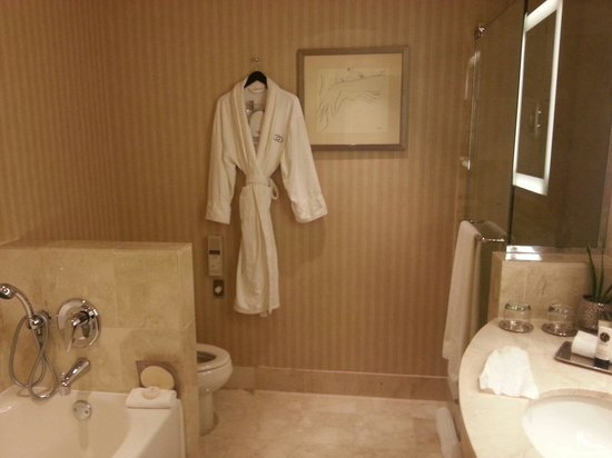 Sofitel Chicago Water Tower: left side is the bath tub, while the right side isthe shower room.