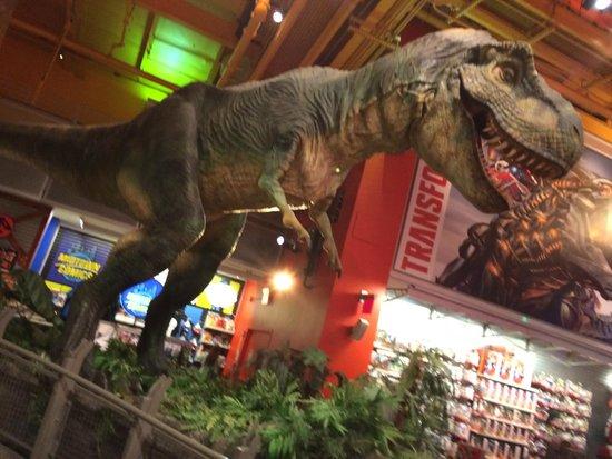 Toys 'R' Us Times Square: Tem até um dino enorme!