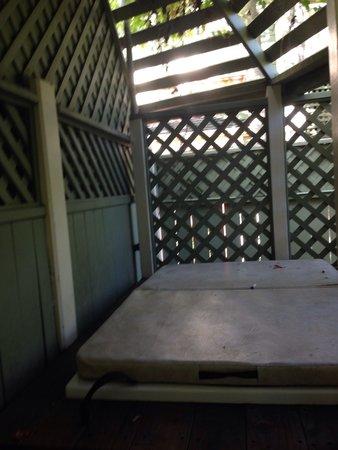 Inn at Depot Hill: Sissinghurst patio/hot tub for 2