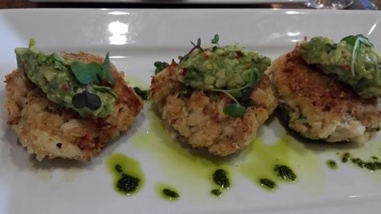 Twelve Stones Restaurant: Crabcakes. W/ a salad or soup would make a great light meal.