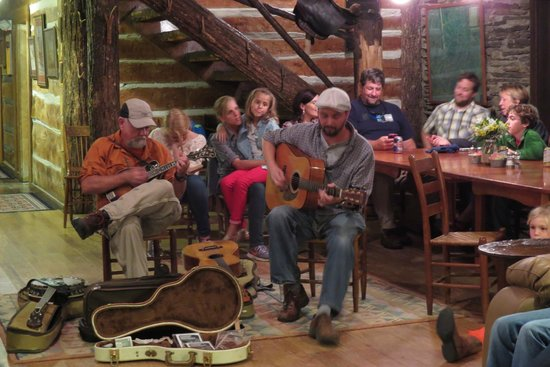 The Cataloochee Ranch : Bluegrass music in the ranch house after dinner