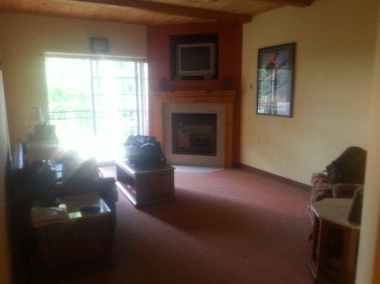 Mountain Edge Resort & Spa at Sunapee: Living room