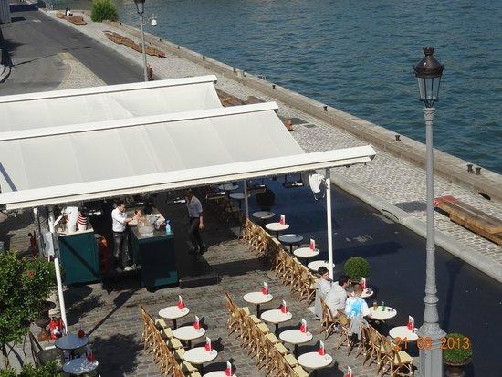 Pont Alexandre-III : vista desde el puente alexander lll divisandos los cafes