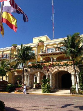 Gran Porto Resort: Front of Hotel