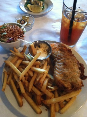 Public House Grill & Ales: 1 piece fish and chip dinner