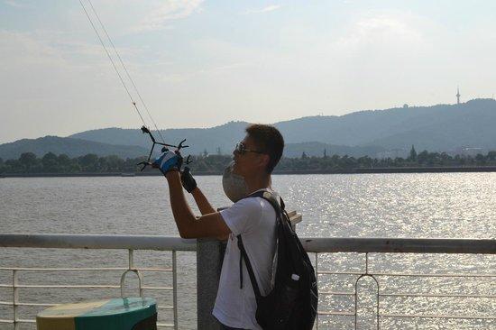 Crowne Plaza Changsha City Centre: Drachenflugprofi (am Chang Jiang, 500 m vom Hotel)
