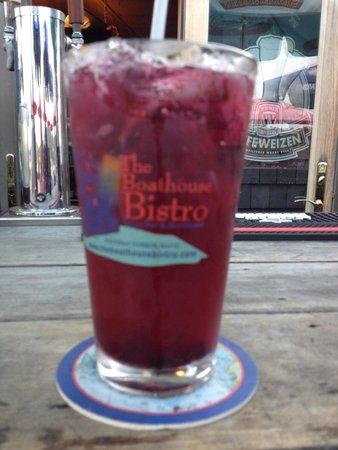 Boathouse Bistro Tapas Lounge & Restaurant: Blue berry mojoito