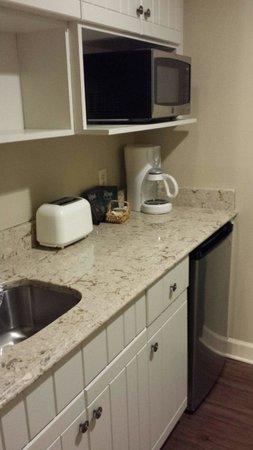 Disney's Hilton Head Island Resort: Renovated Studio kitchenette.