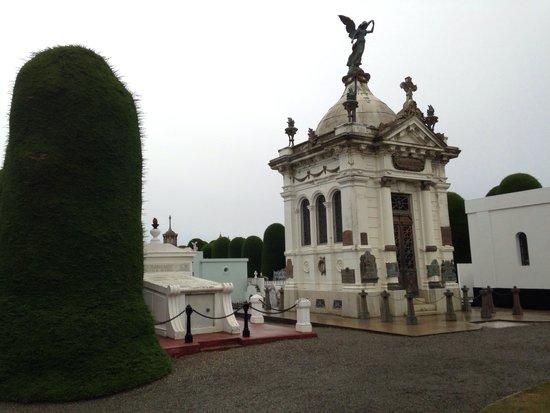 Cementerio Municipal: Mausoleo del acceso!