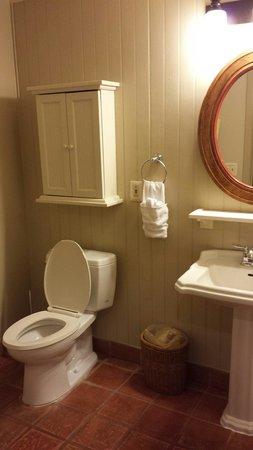 Disney's Hilton Head Island Resort: Studio bathroom