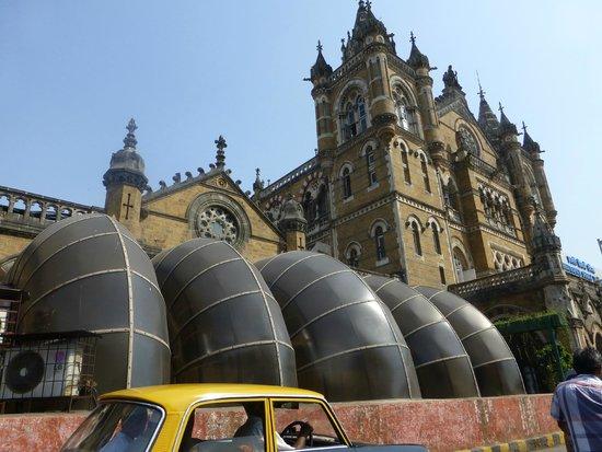 Chhatrapati Shivaji Terminus : Ventilation system for the platforms