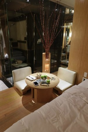 Grand Hyatt Hong Kong: plateau room coffee table and zaisu chairs