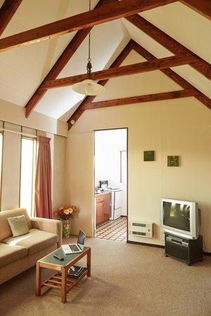 Bavarian Motel: Standard Lounge