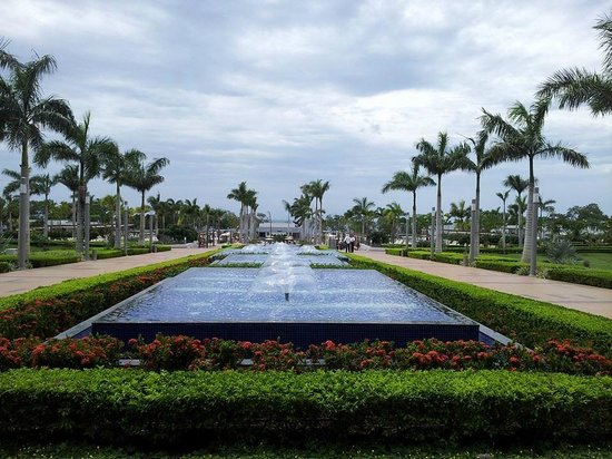 Hotel Riu Guanacaste : View towards the pools and beach