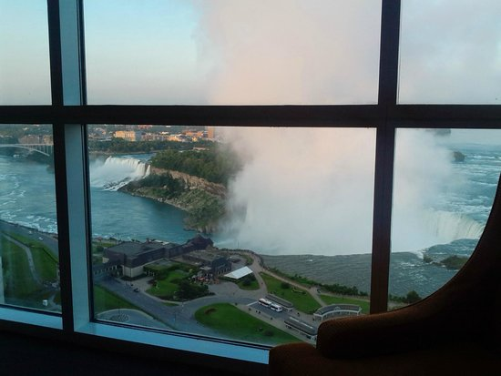 Niagara Falls Marriott on the Falls: Niagara with extra mist