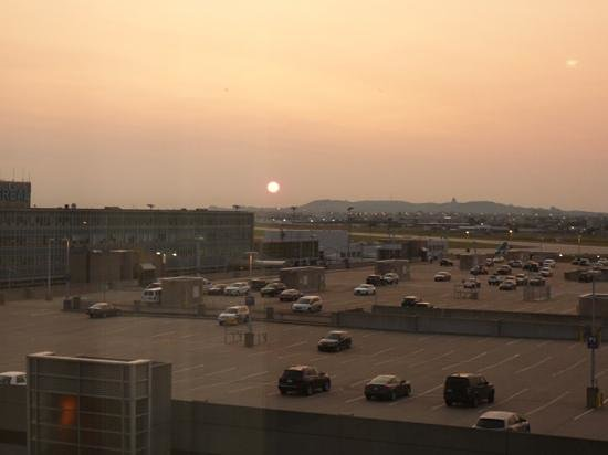 Montreal Airport Marriott In-Terminal Hotel: sunrise as seen from our room