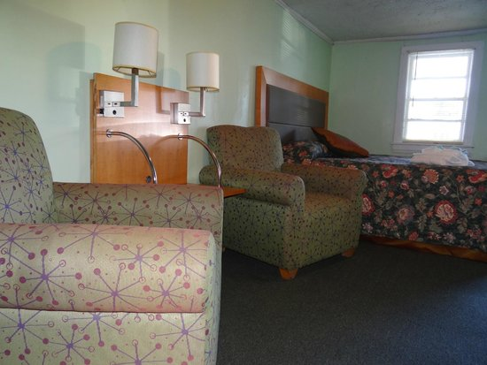 Jonathan Edwards Motel: King Room