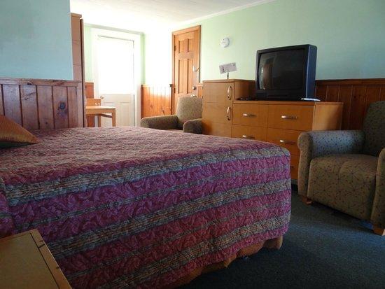 Jonathan Edwards Motel: King Room