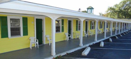 Jonathan Edwards Motel: Motel grounds