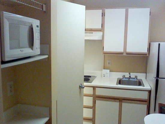 Extended Stay America - Dallas - Las Colinas - Carnaby St.: room microwave & kitchenette