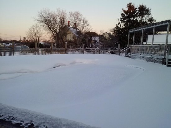 Jonathan Edwards Motel: Pool during a blizzard