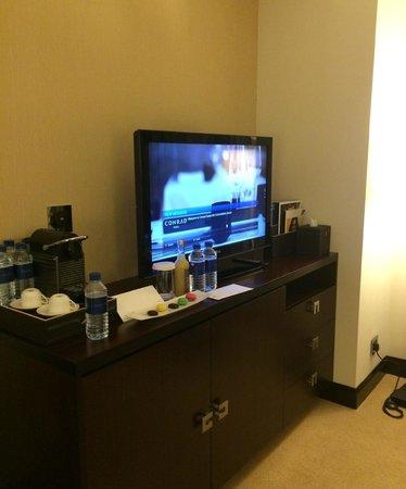 Conrad Dubai: TV and Dresser in room