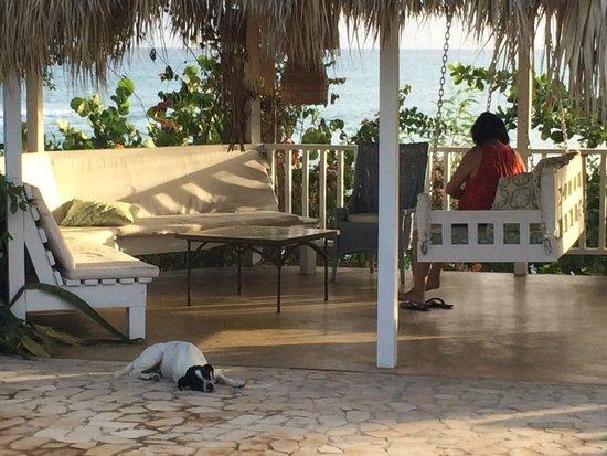 Jakes Hotel, Villas & Spa: More lounging space in Calabash Villa