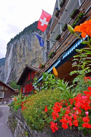 Camping Jungfrau : Little village/stores around the campsite