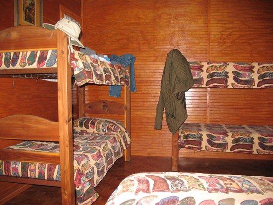 Twin Elm Guest Ranch : bunkbeds