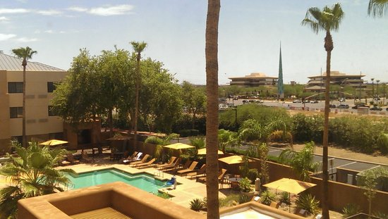 Courtyard Scottsdale North: Promenade view