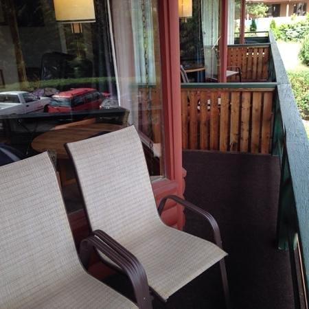Discovery Lodge: balcony chairs