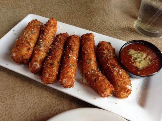 Gruene River Grill: Excellent fried cheese sticks with nice marinara sauce