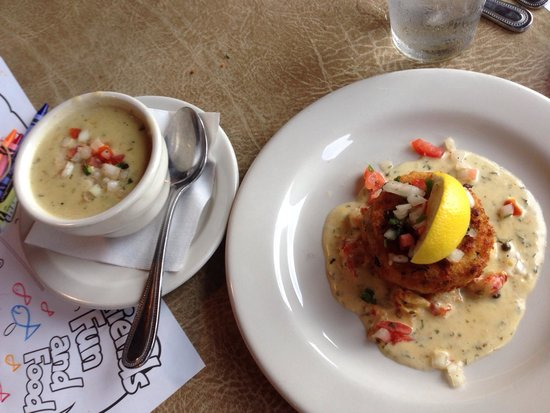 Gruene River Grill: Crawfish chowder was excellent, but crab cake was disappointing.