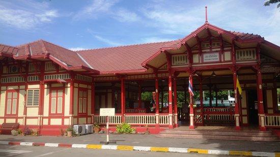 Hua Hin Railway Station: station front