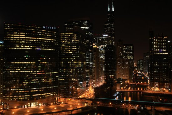 Holiday Inn Chicago Mart Plaza River North: Night view of Chicago