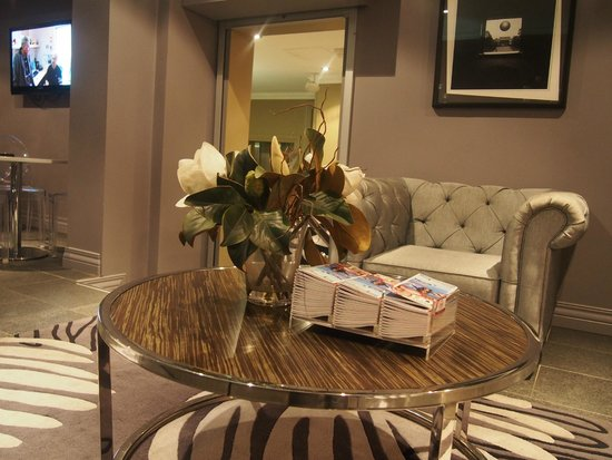 The Bayswater Sydney : Cosy sitting area at the common area (apposite lobby)