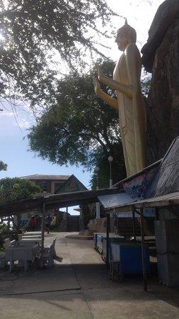 Chopsticks Hill (Khao Takiab): giant Buddha