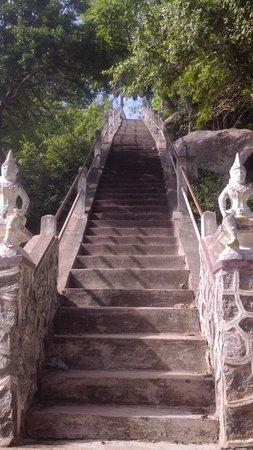 Chopsticks Hill (Khao Takiab): steps up the temple