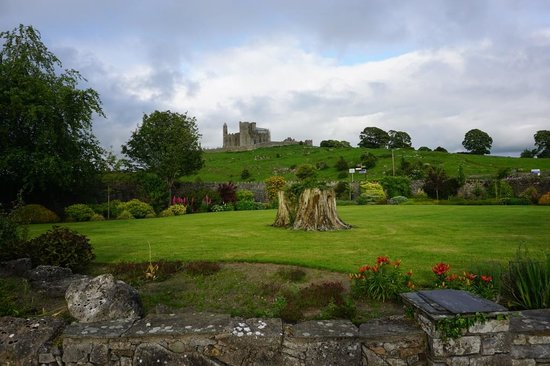 O'Briens Cashel Lodge : View of the Rock of Cashel from the garden