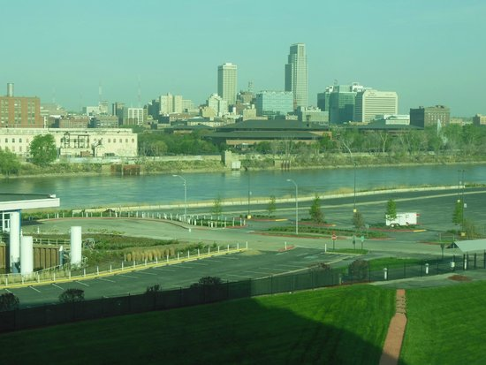 Harrah's Council Bluffs : View of Omaha Nebraska from our room