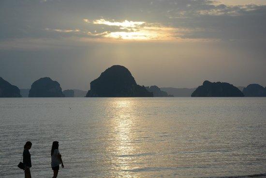 The Tubkaak Krabi Boutique Resort: Sun set