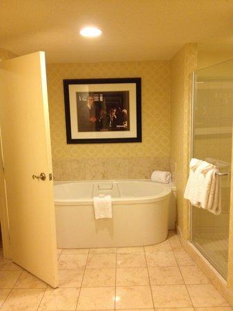 Planet Hollywood Resort & Casino: tub
