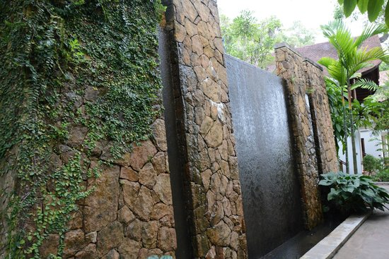 The Tubkaak Krabi Boutique Resort: Feature outdoor wall