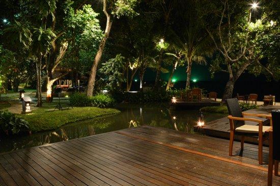 The Tubkaak Krabi Boutique Resort: Night view dining area
