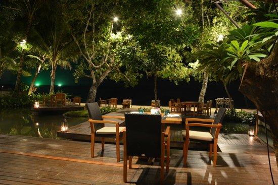The Tubkaak Krabi Boutique Resort: Night dining view